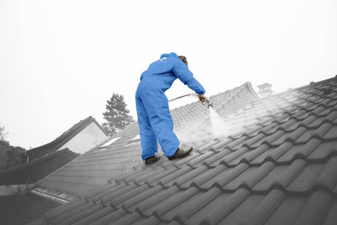 demoussage et traitement hydrofuge de toiture